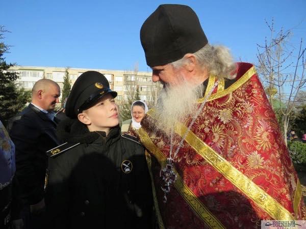 Батюшка Вячеслав Костенко и нахимовец Александр Шевченко
