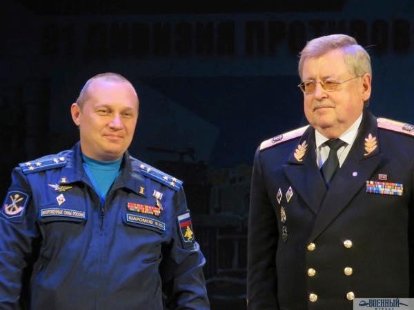 Заместитель командира дивизии полковник Виктор Шаромов награжден медалью