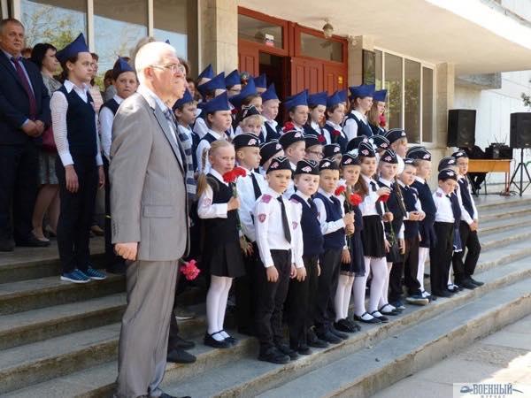 Организатор школьного музея Александр Емец