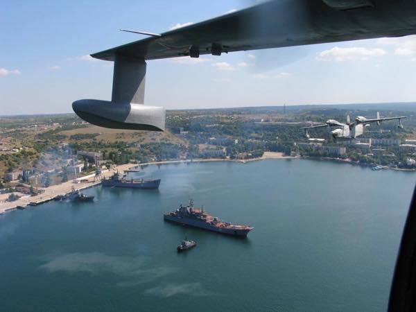 Самолеты полка над Севастопольской бухтой