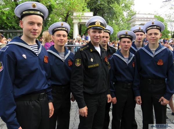 Евгений Ивашев и матросы
