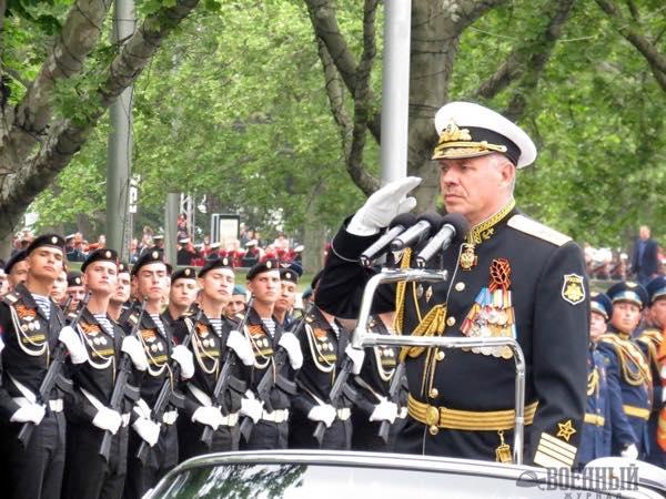 Адмирал Витко принимает парад