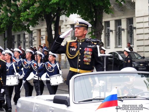 Командующий парадом Уголев