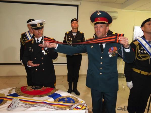 Крепление гвардейской ленты к знамени