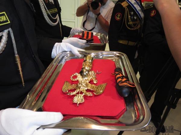 Навершие Боевого знамени и гвардейская лента