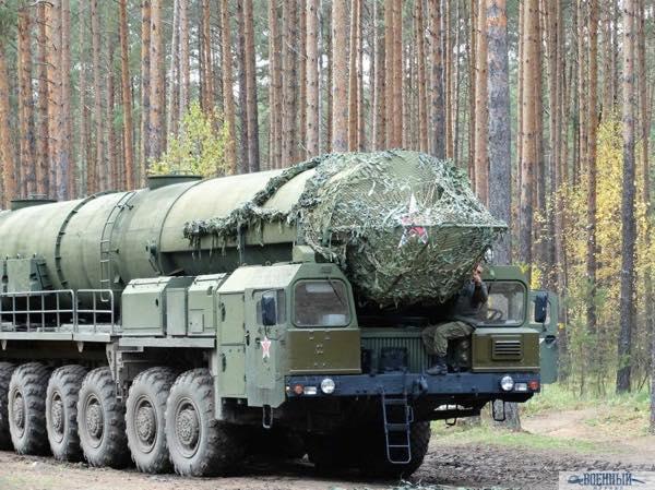 новейший подвижный грунтовый ракетный комплекс «Ярс»