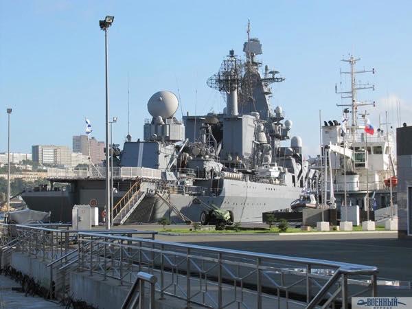 Флагман ТОФ Ордена Нахимова гвардейский ракетный крейсер «Варяг»