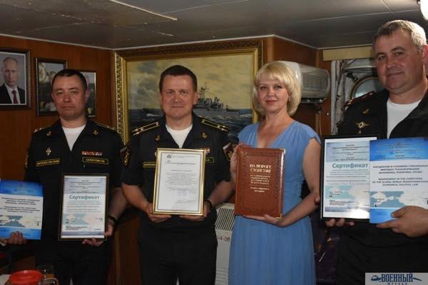 Н.Лазицкая и командование Крымской ВМБ на большом десантном корабле