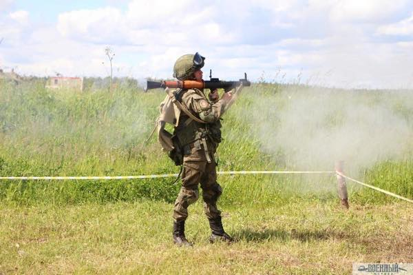 Ручный противотанковый гранатомет РПГ-7В в действии