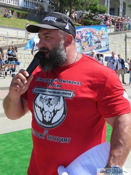 Вячеслав Максюта ведет фестиваль