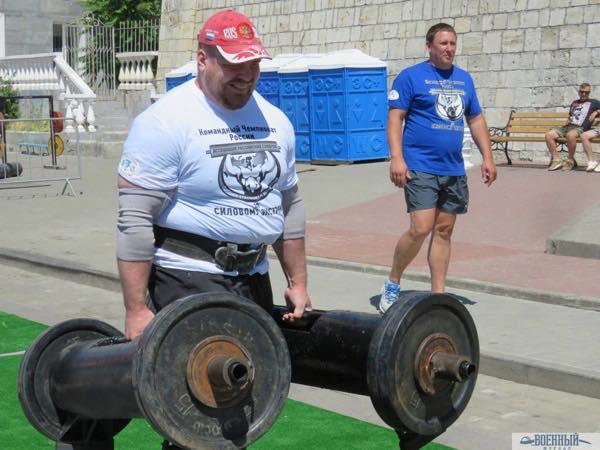 две гантели по 130 кг