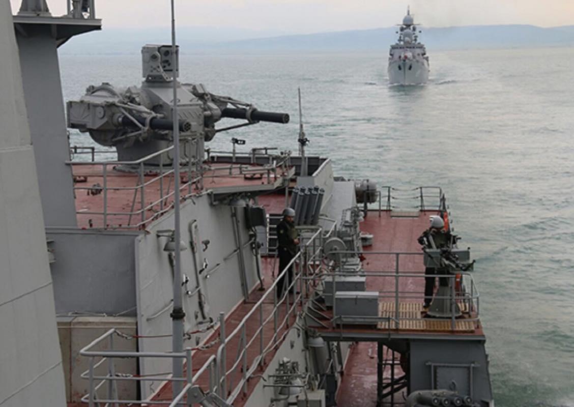 Моряки Каспийского Флота уничтожили корабельную группу условного противника
