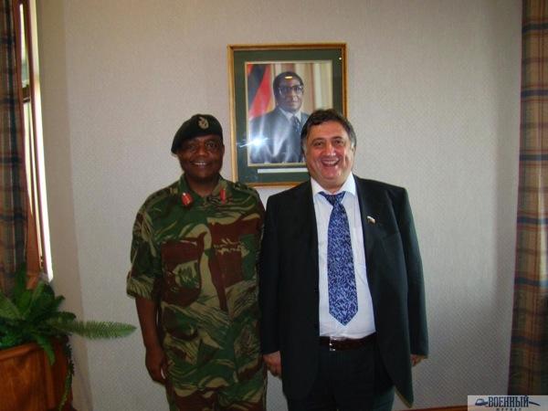 С Константином Чивенго командующим силами обороны Зимбабве