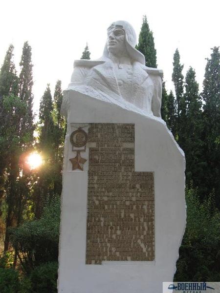 Памятник не территории авиапредприятия
