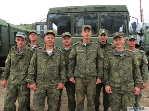 В центре Павел Могилевцев