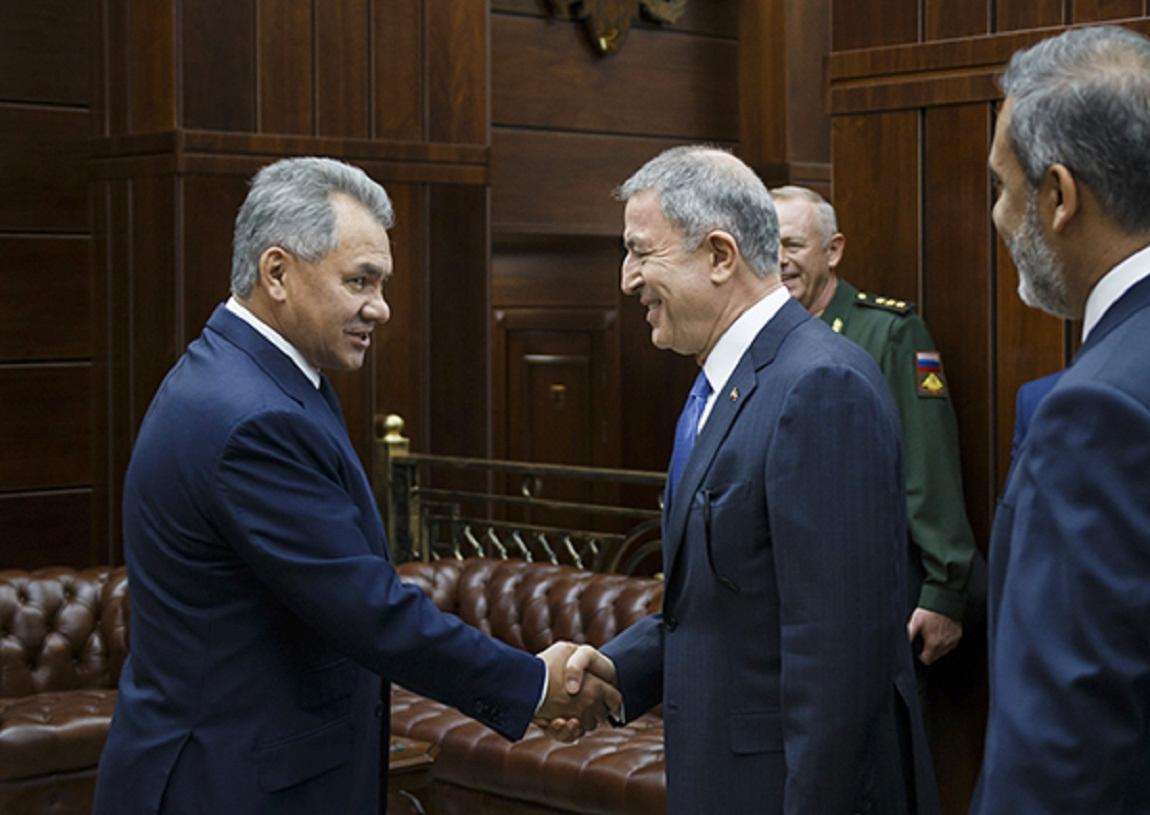 Министры обороны России и Турции обсудили вопросы военно-технического сотрудничества