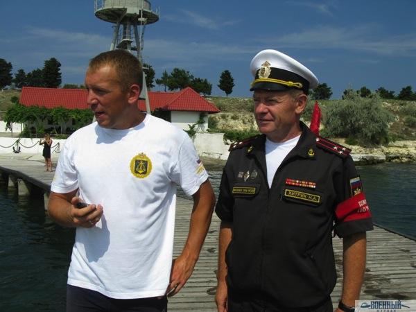 Полковник Николай Хитрик и главный судья соревнований капита Оборотов