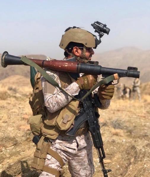 Саудовские солдаты с автоматом АК-103