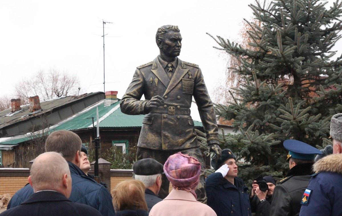 памятник Герою Советского Союза Василию Маргелову